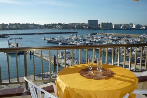 Spain : ESC210 - Port escala 2/3