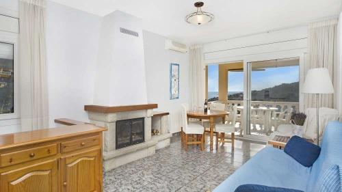Villa / house cora to rent in lloret de mar - aigua viva park