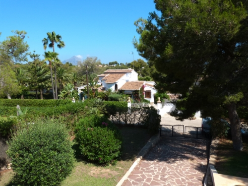Holiday rentals view swimming pool