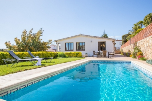 Villa / house mas guelo to rent in blanes