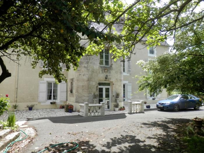 Château Chateau et tennis à louer à Niort