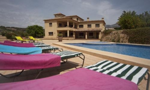 Villa / house FINQUITA to rent in Altea