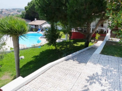 Villa / house chinca to rent in aroeira