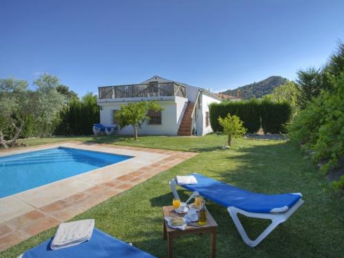 Villa / house el chorro to rent in alora