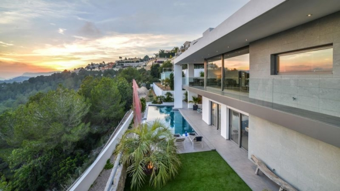Villa / house INFINITY to rent in Moraira
