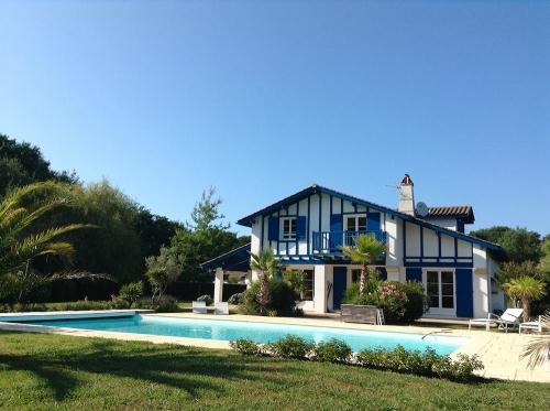 Villa / Maison Bleue à louer à Biarritz