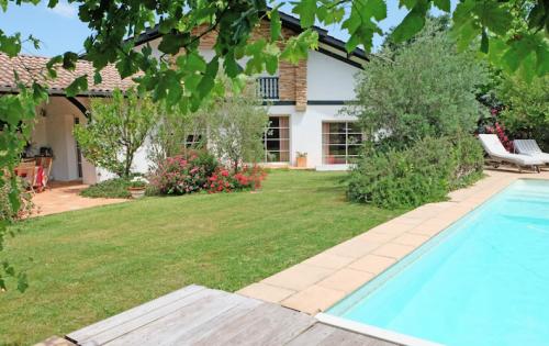 Property villa / house nouvelle vague