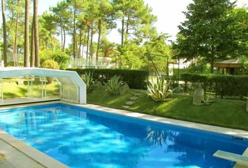 Villa / Maison Avec piscine et tennis privés à louer à Aroeira