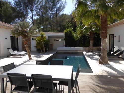 Villa / Maison Les Pins  à louer à Cavalaire-sur-Mer