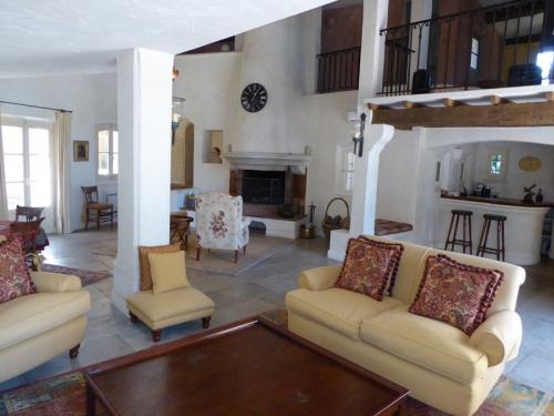 Villa / house vue cap d'antibes to rent in vallauris