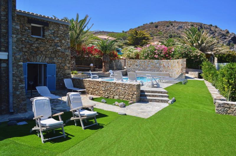 Villa / maison sur l'eau à louer à l'île rousse