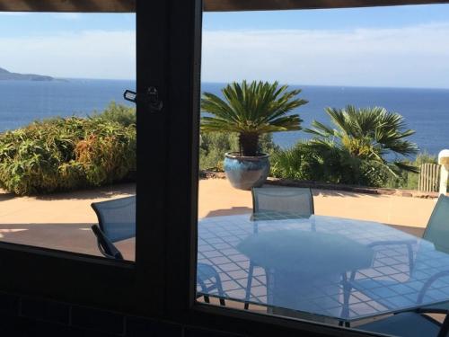 Villa / house maison vue mer to rent in carqueiranne