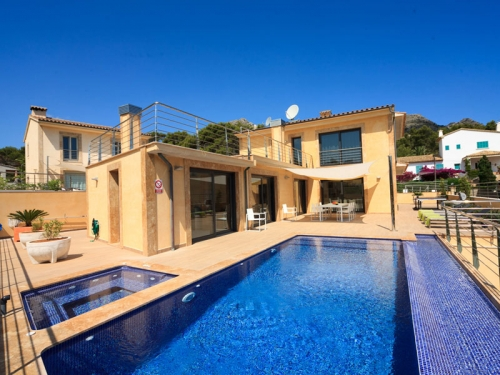 Villa / house Azurea to rent in Cala Sant Vicenc