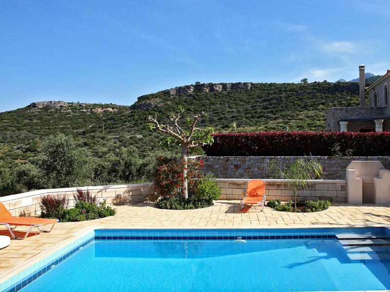 Location villa stoupa 3 personnes sto302 for Neda piscines