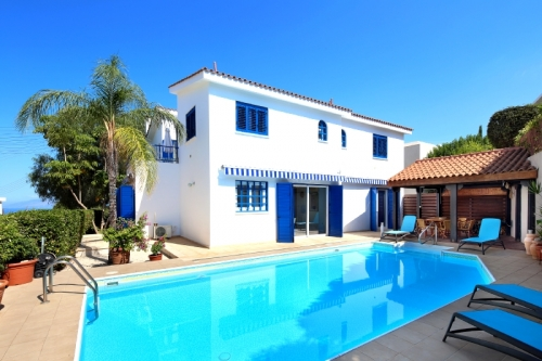 Villa / house azur to rent in neo chorio