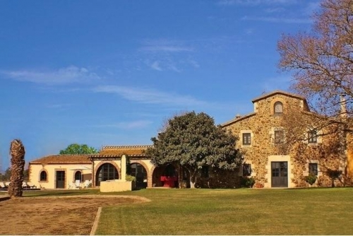 Villa / house Casa Masia to rent in Campllong