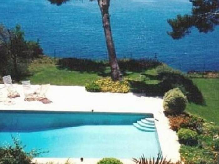 Villa / house La mer au bout du jardin to rent in Toulon