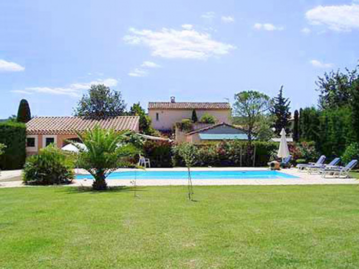 Villa / house Grand piscine avec plage Les Alpilles to rent in St Remy de Provence
