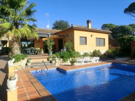 Location villa vidreres 6 personnes afr627 for Location maison avec piscine espagne costa brava