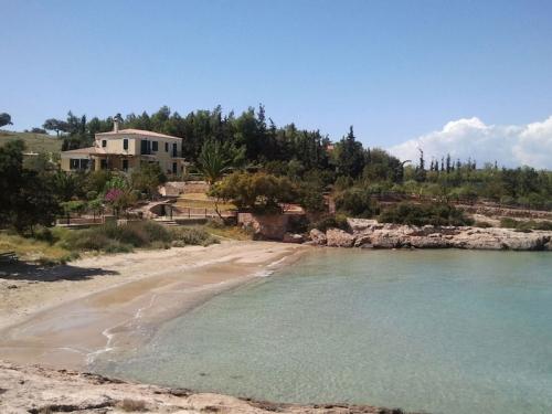 Greece : PHEL1601 - En bord de mer avec court de tennis