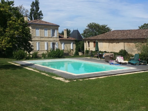 Chateau Chateau coeur de vignobles to rent in Bordeaux