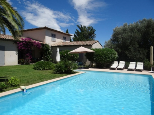 Villa / house À pied de tourrettes to rent in tourrettes sur loup