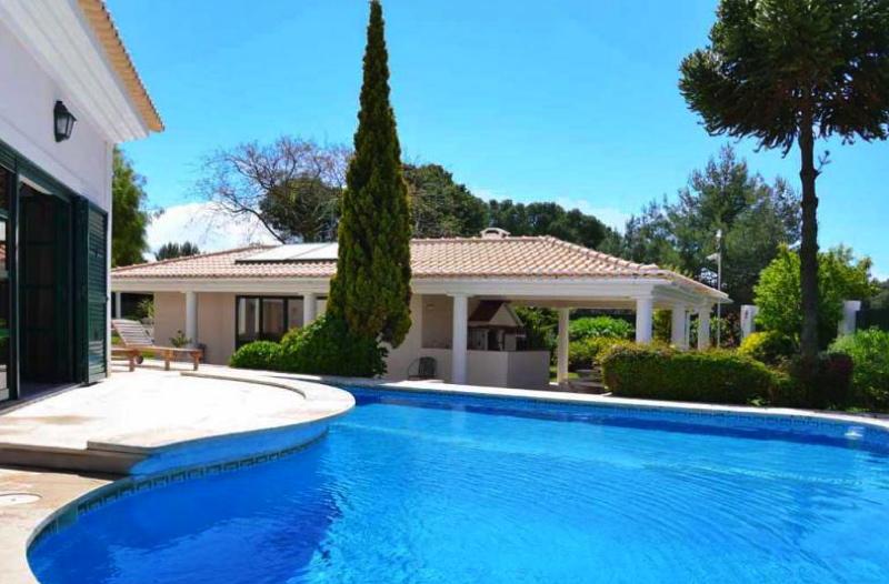 Location villa cascais 16 personnes pll1602 for Location maison piscine lisbonne