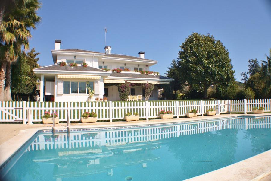 Rental villa / house pol