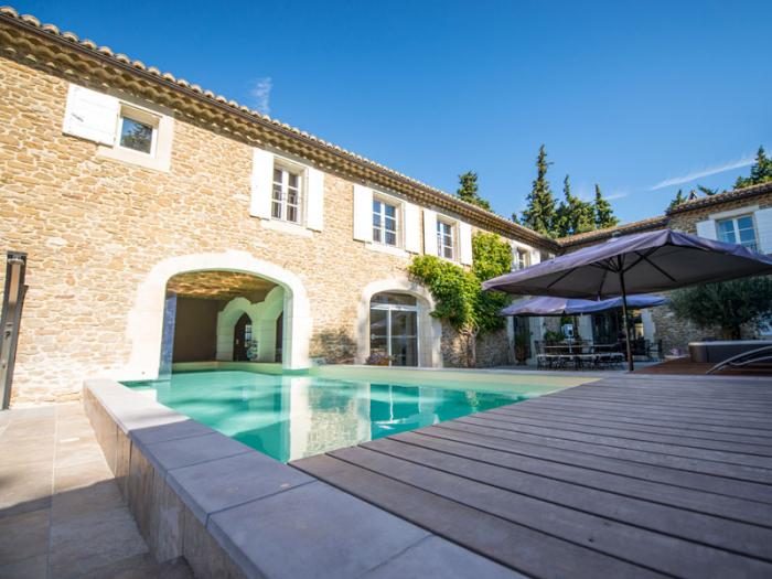 Villa / house Grand avec piscine intérieure et extérieure to rent in Montélimar