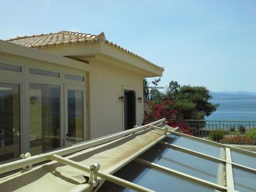 Villa / house Les pieds dans l'eau Grèce to rent in Loutraki
