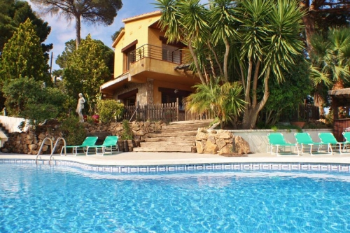 villa à  Sant Cebria de Vallalta, vue : piscine