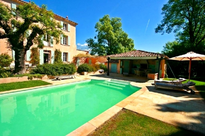 Chateau La belle demeure to rent in Salernes