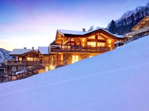 Ski chalets in France