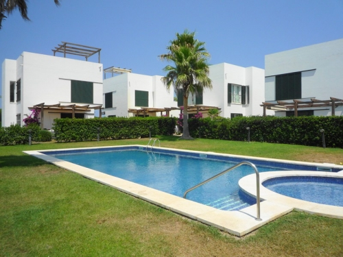 Villa / house with shared pool