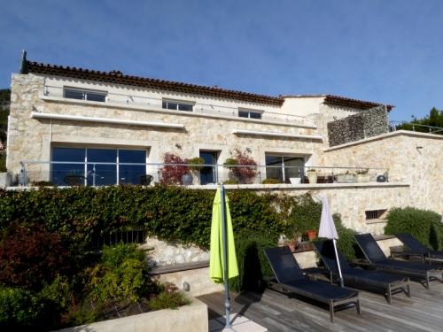 Villa / house Ouverte sur la mer to rent in Tourrettes sur loup