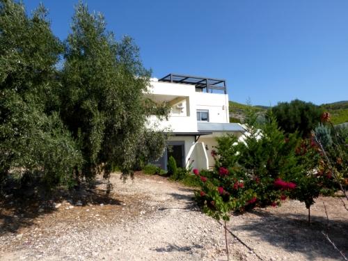 Property villa / house prés du lac et mer