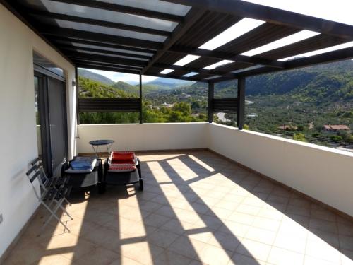Villa / house prés du lac et mer to rent in loutraki