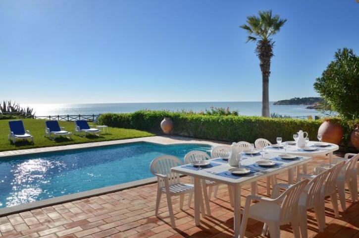 Villa / maison front de mer à louer à olhos de agua