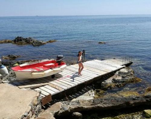 Property villa / house pied dans l'eau avec bateau