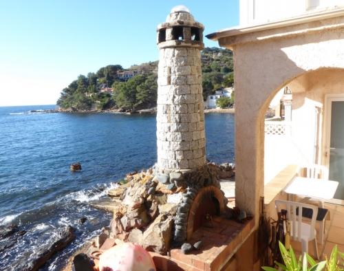 Reserve villa / house pied dans l'eau avec bateau