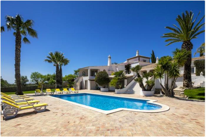 Villa / Maison TROPICAL à louer à Loulé