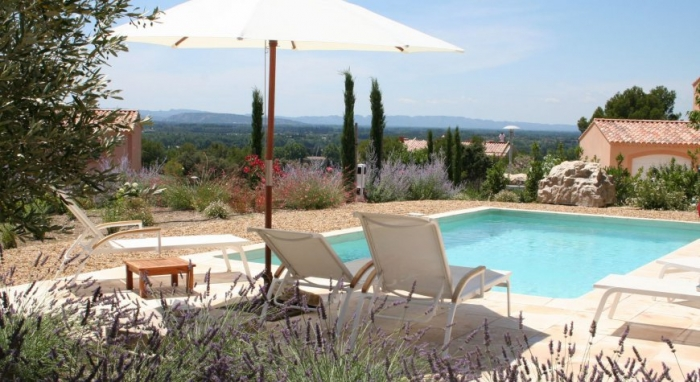 Villa / house LA COCA to rent in Fontaine-de-Vaucluse