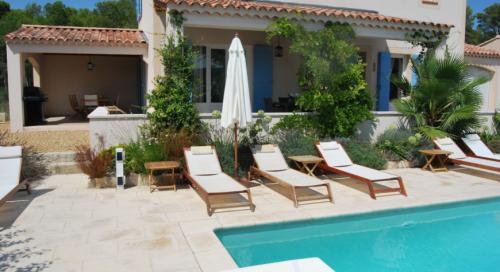 Reserve villa / house la louve