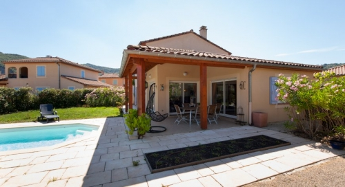Property villa / house liza