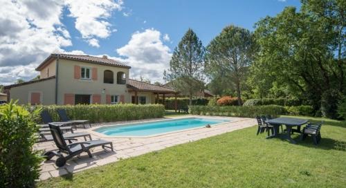 Villa / house MARISA to rent in Salavas