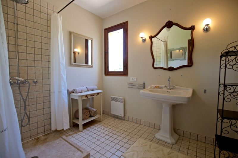 Villa / house provence luxe-cinéma to rent in roussillon