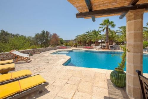 Property villa / house faya