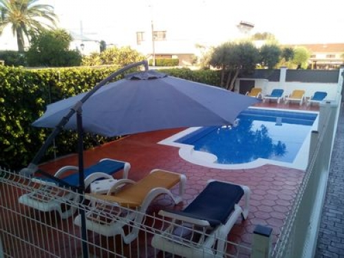 Villa / house colorada to rent in ampolla