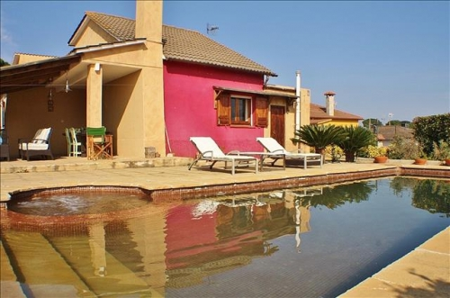 Villa / house Libertat to rent in Tordera