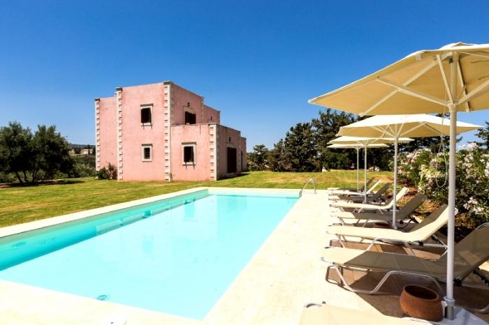Villa / Maison Panoramique à louer à Perama